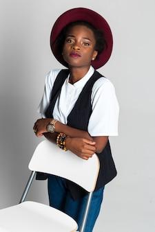 Donna abbastanza nera africana