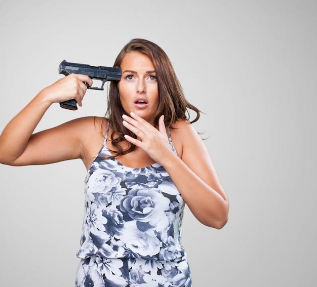 Donna che cerca di suicidio