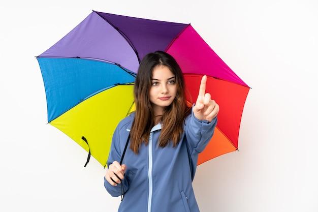 Donna che giudica un ombrello isolato sul bianco che tocca sullo schermo trasparente