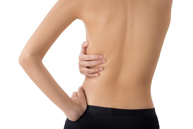 Donna che la trattiene e che massaggia nell'area di dolore isolata su bianco