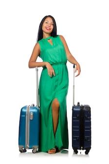 Donna che prepara per le vacanze estive su bianco