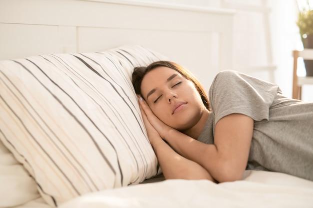 Donna che sonnecchia