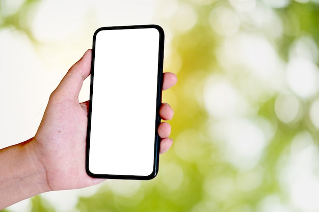 Donna che usando smartphone. cellulare a schermo vuoto per montaggio display grafico. servizio di rete.