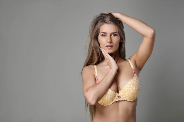 Donna con bel corpo