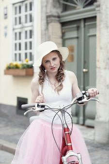 Donna con bicicletta
