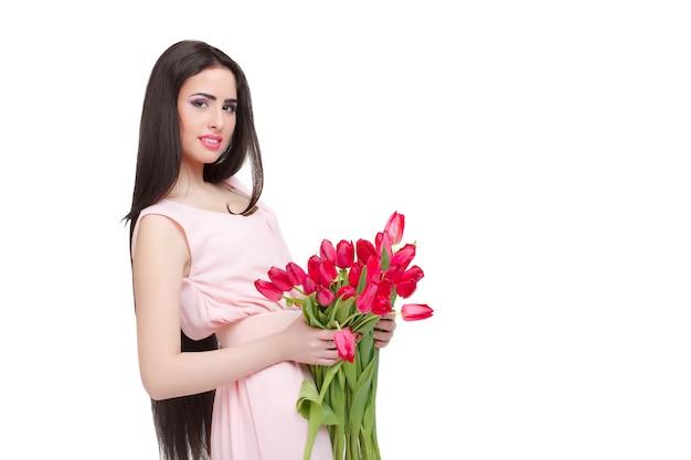 Donna con bouquet di tulipani