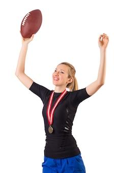Donna con football americano isolato su bianco