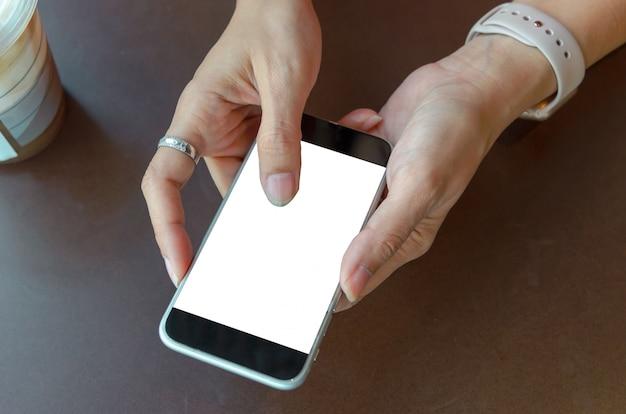 Donna con il cellulare