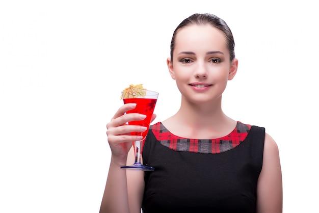 Donna con il cocktail rosso isolato su bianco