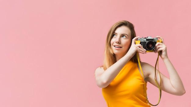 Donna con la macchina fotografica