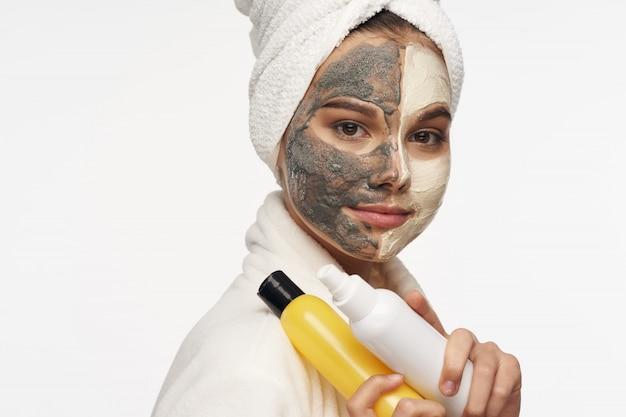 Donna con maschera di bellezza