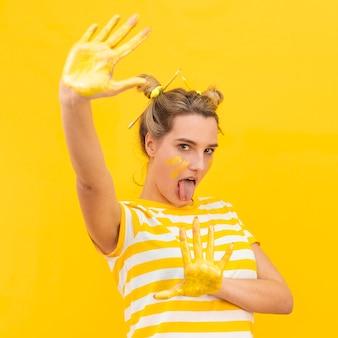 Donna con palme dipinte