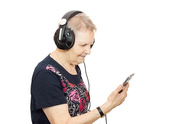 Donna con un telefono in cuffia
