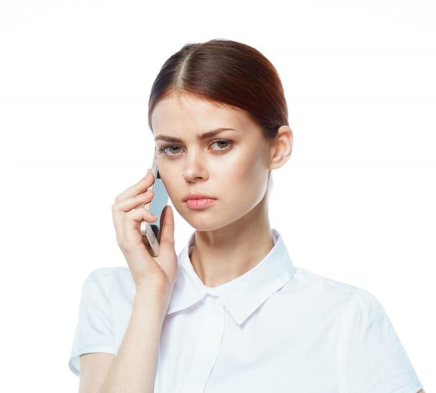 Donna con un telefono, isolato