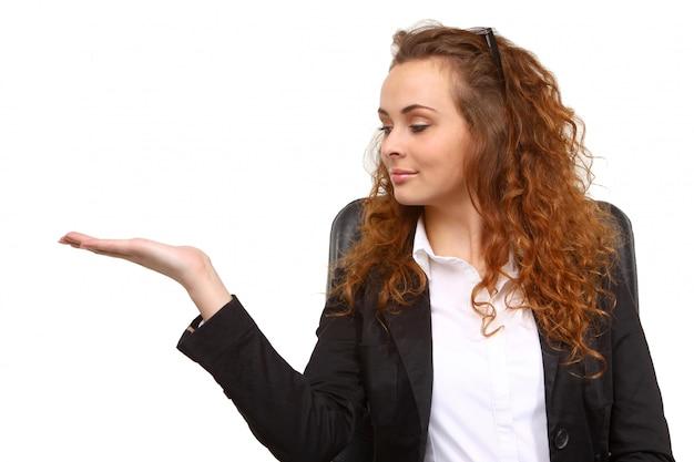 Donna d'affari con la mano aperta