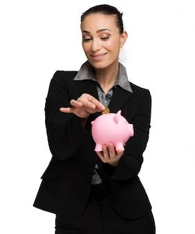 Donna d'affari con salvadanaio e euro