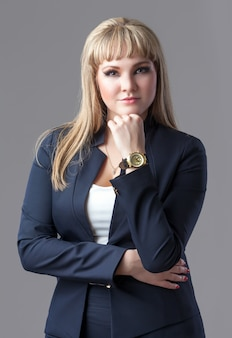Donna d'affari giovane e di successo