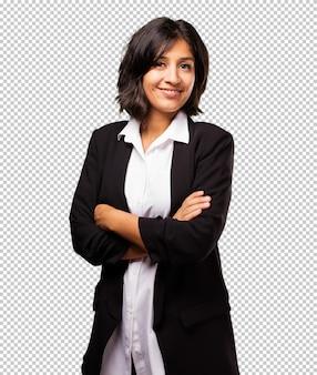 Donna d'affari latino incrociate le braccia