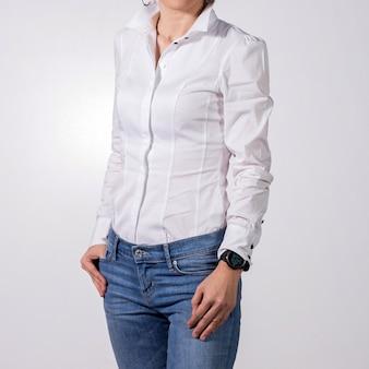 Donna d'affari su sfondo bianco