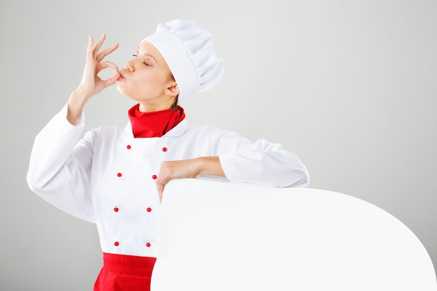 Donna del cuoco unico - pollici felici in su. cuoco unico, cuoco o panettiere femminile sorridente e allegro in uniforme