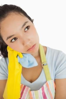 Donna delle pulizie oberati di lavoro