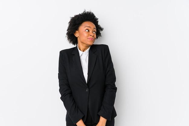 Donna di affari dell'afroamericano di mezza età che sogna di raggiungere gli scopi e gli scopi