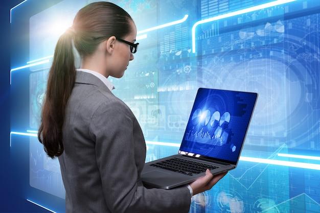 Donna di affari nel concetto online di affari di borsa valori