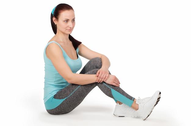 Donna di sport fitness rilassante dopo seduta di allenamento