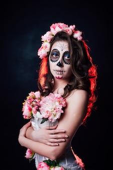 Donna di trucco di halloween di santa muerte