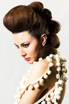 Donna donne giovani bellezza di lusso acconciatura