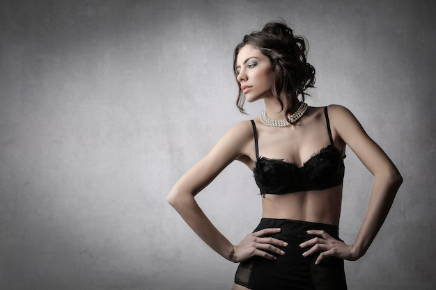 Donna elegante in lingerie