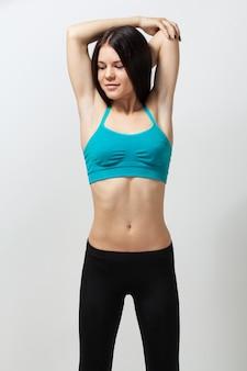 Donna fitness facendo allenamento