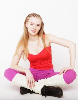 Donna fitness facendo esercizio di stretching