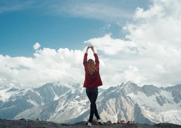 Donna fotografo di montagna