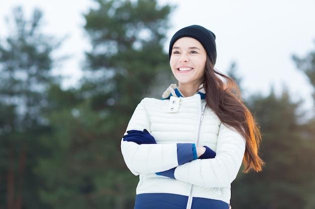 Donna in abbigliamento invernale