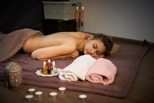 Donna in attesa di massaggio