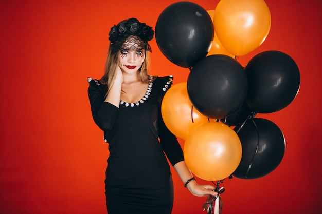 Donna in costume di halloween