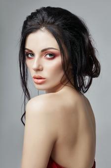 Donna in lingerie con bellissimo trucco