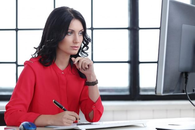 Donna in ufficio