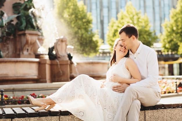 Donna incinta e suo marito