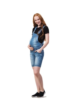 Donna incinta isolata sul bianco