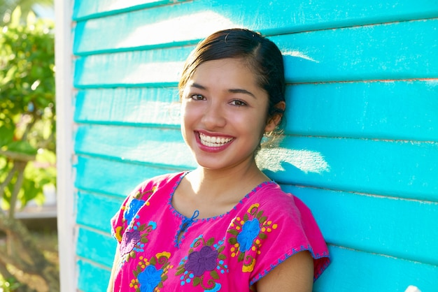 1c4eb14bf41d Donna latina messicana con abito maya