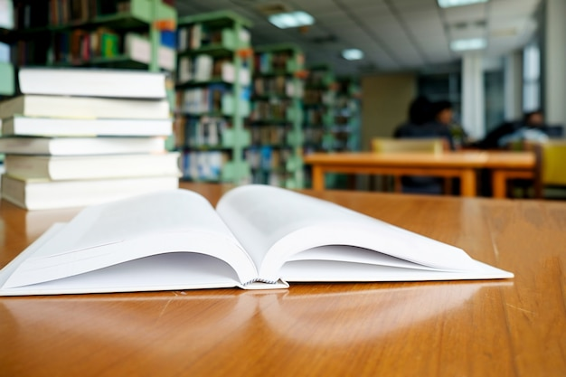 Donna, lettura, biblioteca
