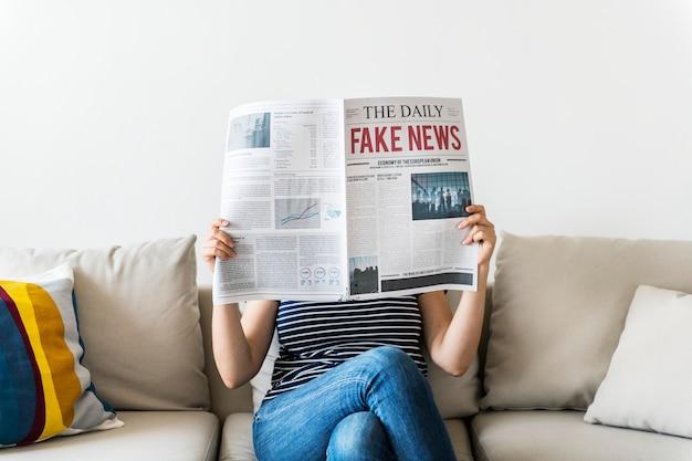 Donna, lettura, giornale
