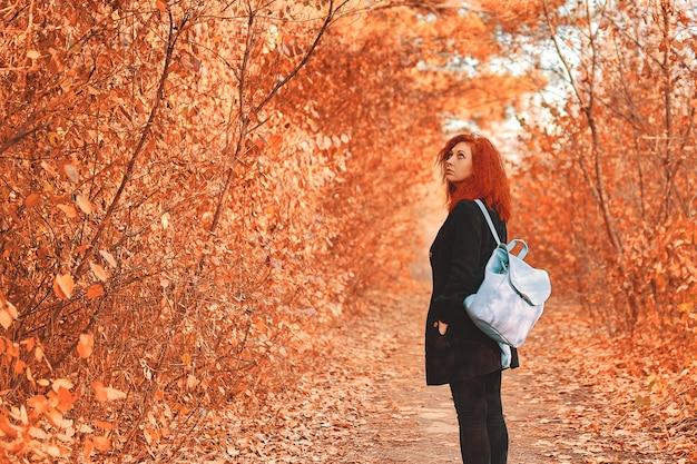 Donna nella foresta