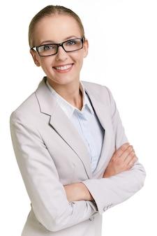 Donna sicura di sé con gli occhiali