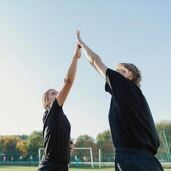 Donne bionde atletiche alte cinque