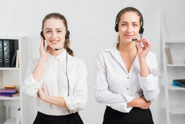 Donne che lavorano nel call center
