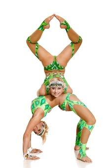 Donne coppia di ballerini, acrobati.