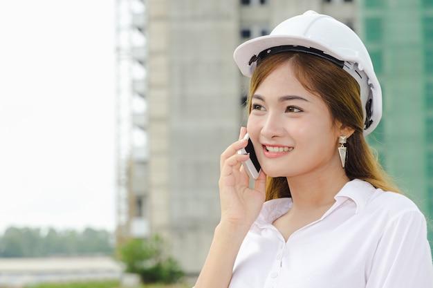 Donne ingegnere asiatico
